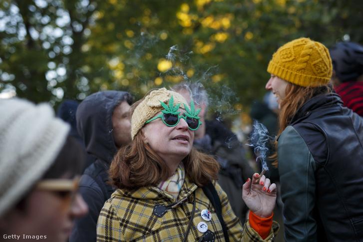 A marihuána birtoklásának és fogyasztásának legalizálását ünneplik Kanadában.