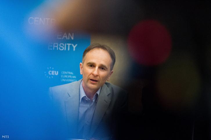 Enyedi Zsolt a Central European University (CEU) magyar ügyekért felelős rektorhelyettese beszél az egyetem sajtótájékoztatóján a CEU épületében Budapesten 2017. május 30-án.