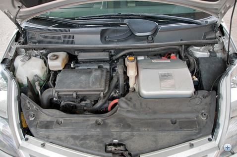 Két motor, vagy ha szőrszálat hasogatunk, három