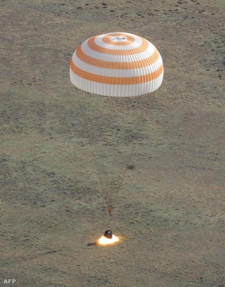 Tiszta időben landolt az űrhajó kapszulája