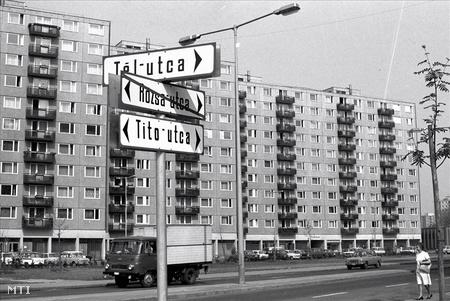 1982.  Átnevezték a IV. kerületi Rózsa utcát a Josip Broz Tito születésének 90. évfordulója alkalmából tartott ünnepségen (Fotó: Manek Attila)