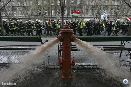 A tűzcsapok ellenőrzése során kiderült, sok helyen koszos vizet tárolnak a csapok