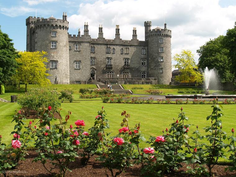 Az Írországban található Kilkenny várat 1195-ben építtette William Marshal, Pembroke első grófja, hogy ellenőrzése alá vonhassa a Nore-folyót és a környező utakat