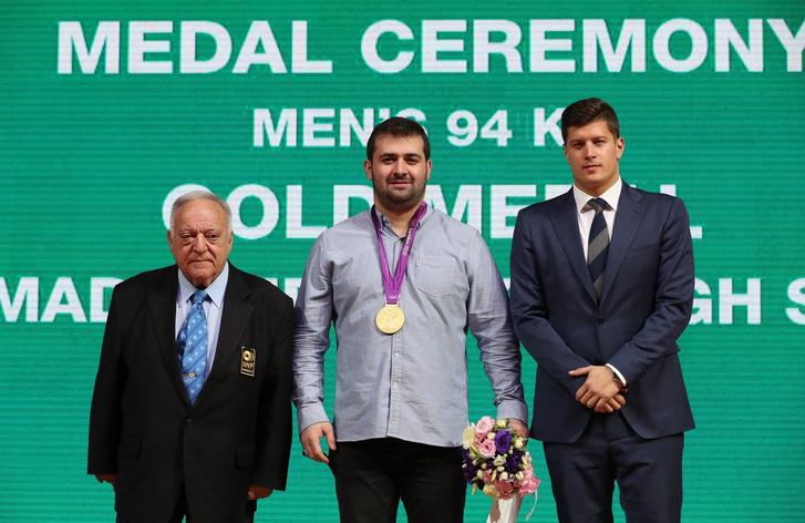 Aján Tamás, az aranyérmes Szaid Mohammadpurkarag és Gyurta Dániel az ashgabati eredményhirdetésen