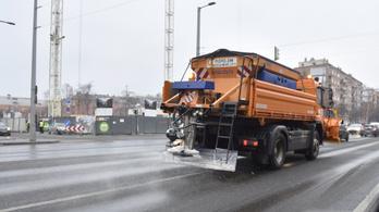 Hiába az enyhe idő, szombattól téli üzemmódra vált a közútkezelő