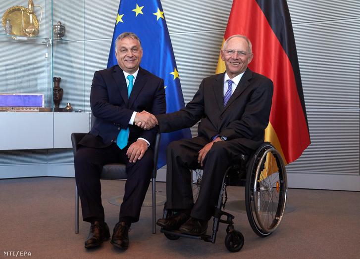 Wolfgang Schäuble a német parlamenti alsóház a Bundestag elnöke (j) és Orbán Viktor miniszterelnök 2018. július 4-én.