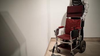 Elárverezték Stephen Hawking kerekesszékét