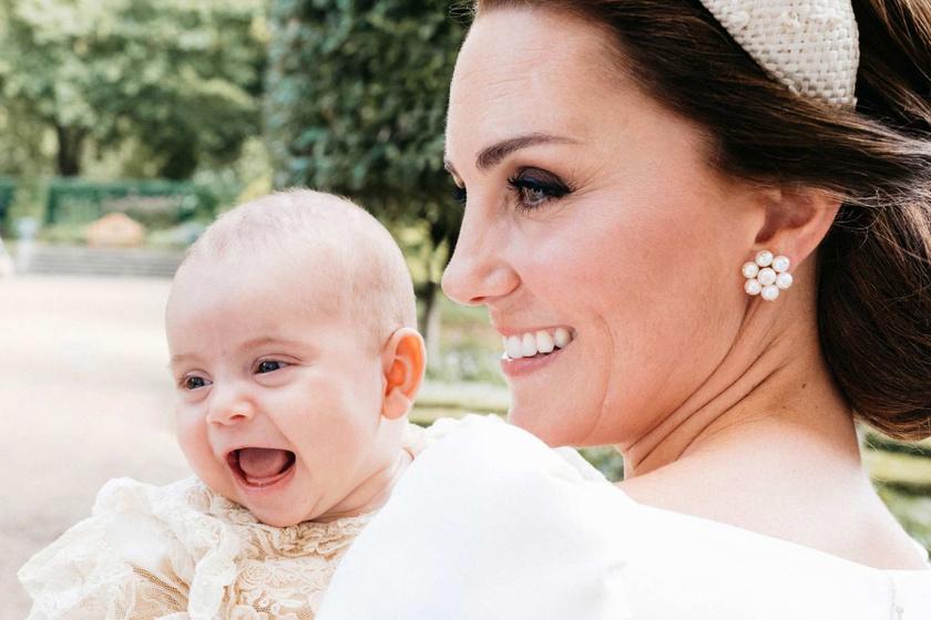 Tündéri fotó Katalin és Vilmos kisfiáról - A kis Lajos herceg nagyapjával pózol a képen