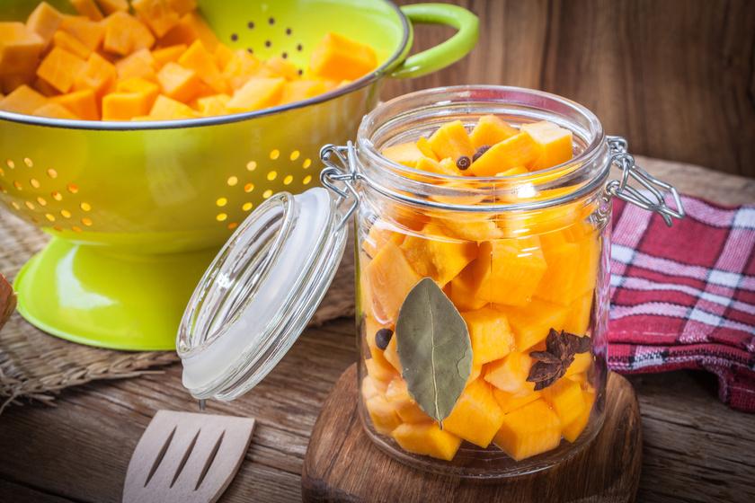 Fűszeres, ecetes tök üvegben eltéve - Különleges savanyúság