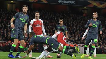 Oxigénmaszkban vitték le a horrorsérülést szenvedett Arsenal-csatárt