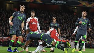 Oxigénmaszkban vitték le a horrosérülést szenvedett Arsenal-csatárt