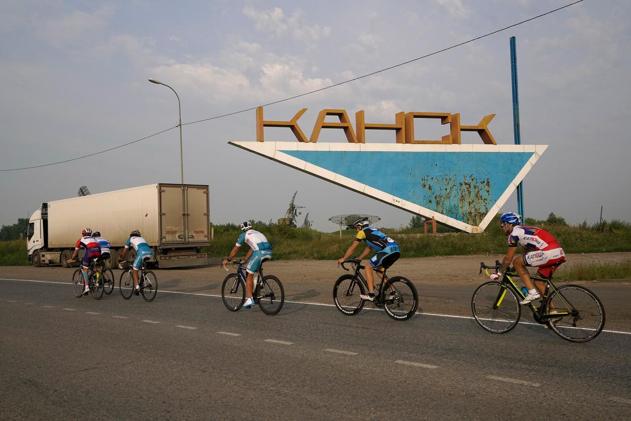 A versenynek nincs nagy múltja, először 2015-ben írták ki. Elég kopár lett a dobogója, csak egyetlen egyéni résztvevő ért célba. A Tour de France alapítója, Henri Desgrange dörzsölte volna a tenyerét, mert ő mindig azt hangoztatta, az ideális versenyt csak egy ember tudja teljesíteni.                          A belga Kristof Allegaert lett az első győztese a nagyjából a Transzszibériai Expressz vonalát is követő ultrának. A versenyen párosok is indulhatnak, az oroszok egy egész jó duót raktak össze, az olmpiai bajnok Mihail Ignatyev és a világbajnok Ivan Kovaljov volt a leggyorsabb az első rendezéskor. Allegaert 28,7 kilométer per órás átlagsebességgel ért célba, 318 órát töltött nyeregben összesen.
