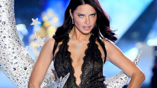 Utoljára lépett a Victoria's Secret kifutójára Adriana Lima
