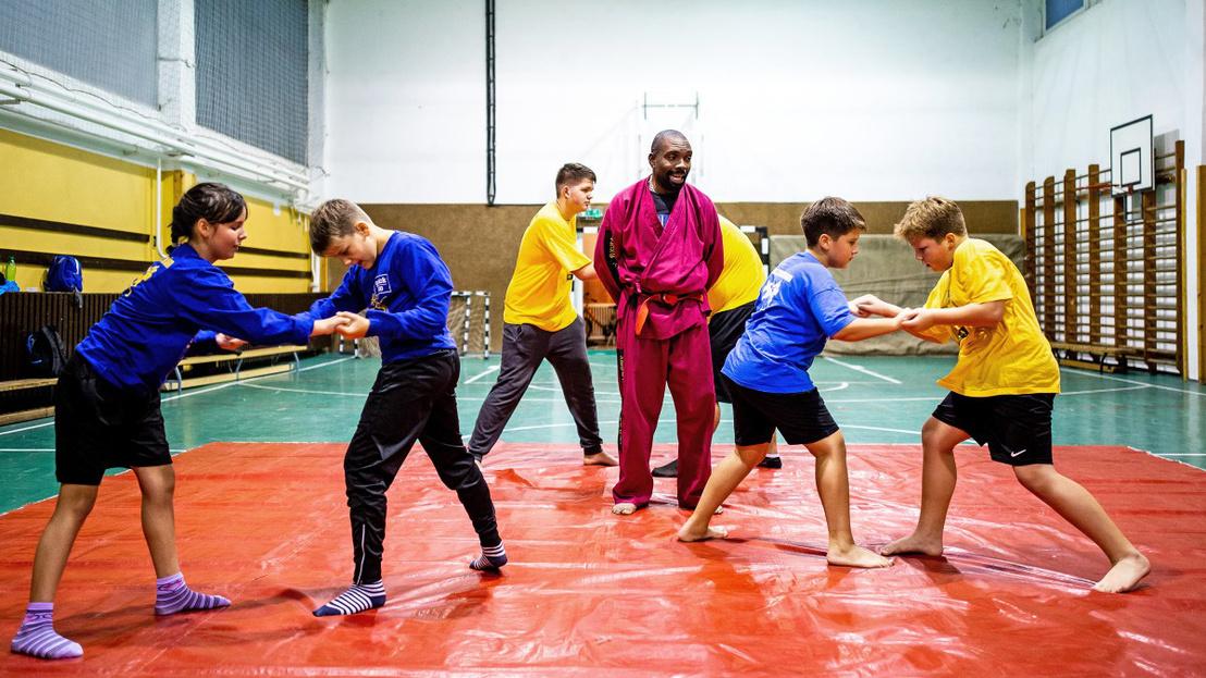 kongoi-kick-box-mester-bekiti-a-romakat-es-a-nem-romakat-tiszava