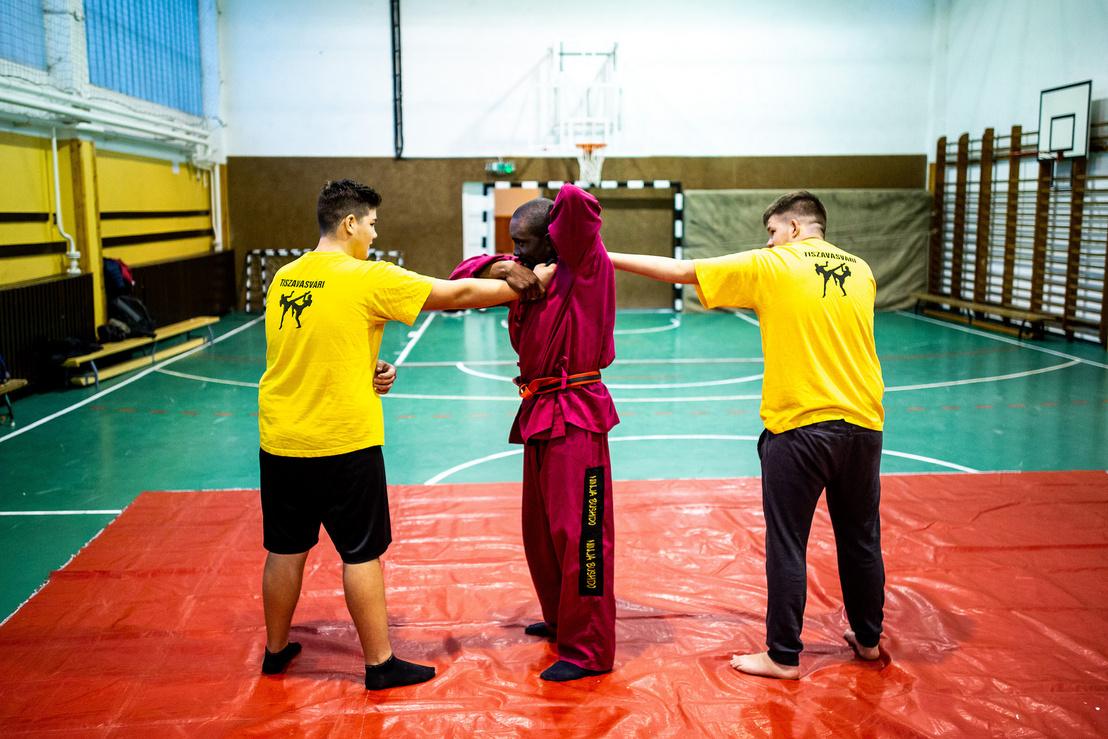 Önvédelmet is tanulnak az edzéseken a helyi fiatalok