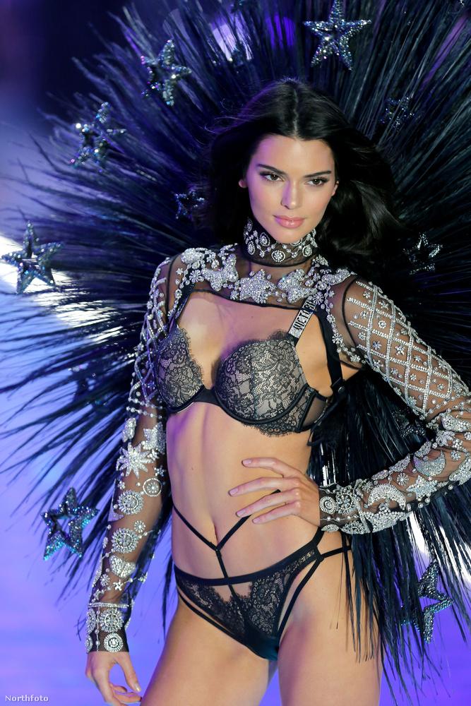 Kendall Jennerre most senki nem mondta, hogy rasszista lenne, mindenesetre a fekete holló szerelése igen erőteljes és szexi, nézze csak meg a saját szemével!