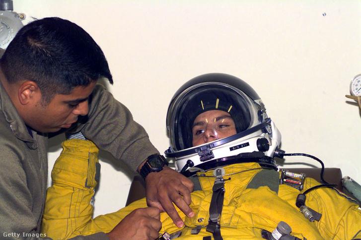 A nagy repülési magasság miatt az U–2 pilótái speciális ruhát viselnek