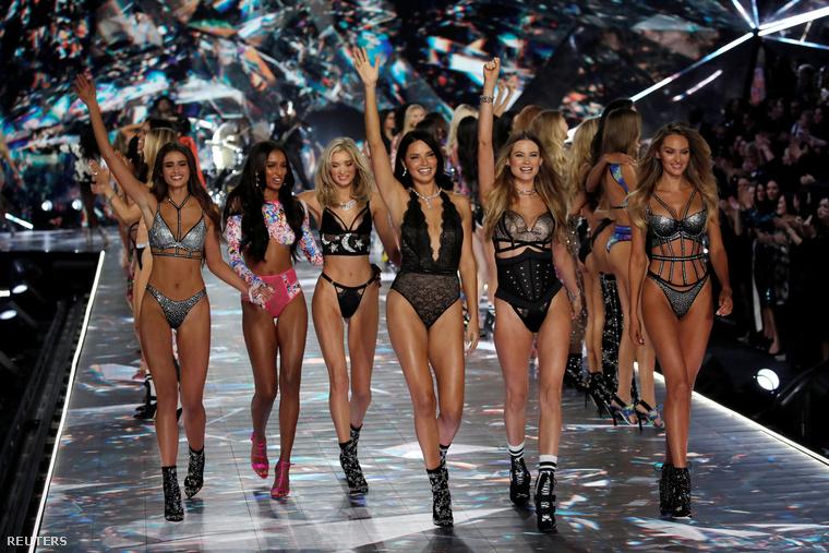 De azért illik egy csoportképpel búcsúznunk a legszexibb fehérnemű-modellektől