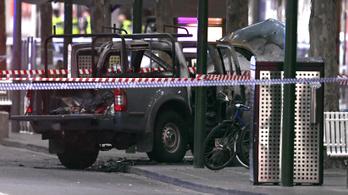 Késes terrortámadás Melbourne-ben: egy ember meghalt