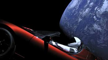 A piros Tesla elérte a Naptól legtávolabbi pontját