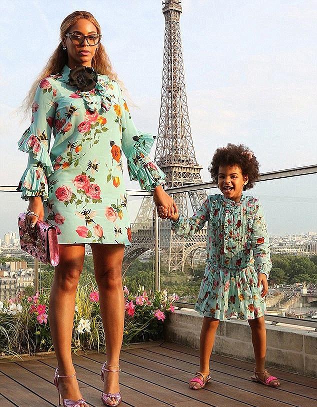 Beyoncé és Blue Ivy nagyon édesek virágmintásban.