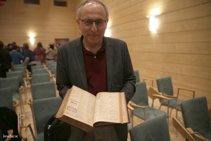 Sándor Tibor az 1916-os budapesti címjegyzék első kötetével