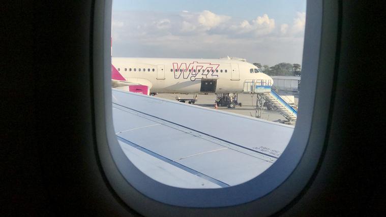 Gyorsított eljárásban ítélték el a Wizz Air járatán verekedő két részeg lettet