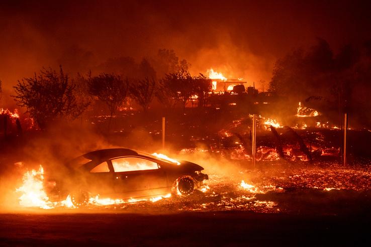 A becslések szerint nagyjából 6700 épület semmisült meg, a helyi polgármester azt mondta a CNN-nek, hogy néhány épületen kívül gyakorlatilag semmi nem maradt a városból.