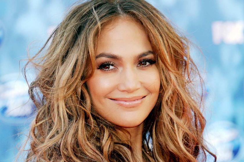 Jennifer Lopez szexi testét mutogatja az új klipjében - Közel az 50-hez is bombanő