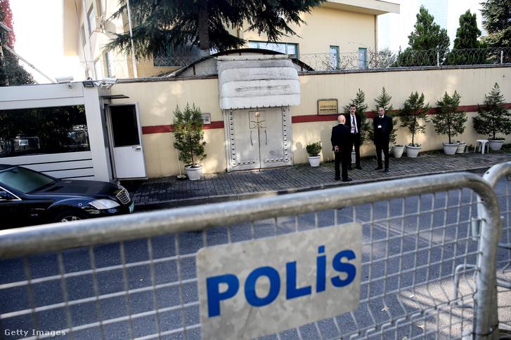 Rendőrségi kordon a szaúdi konzulátus épületénél