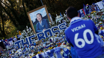 Elbúcsúztak a Leicester-szurkolók a helikopter-balesetben elhunyt elnöktől