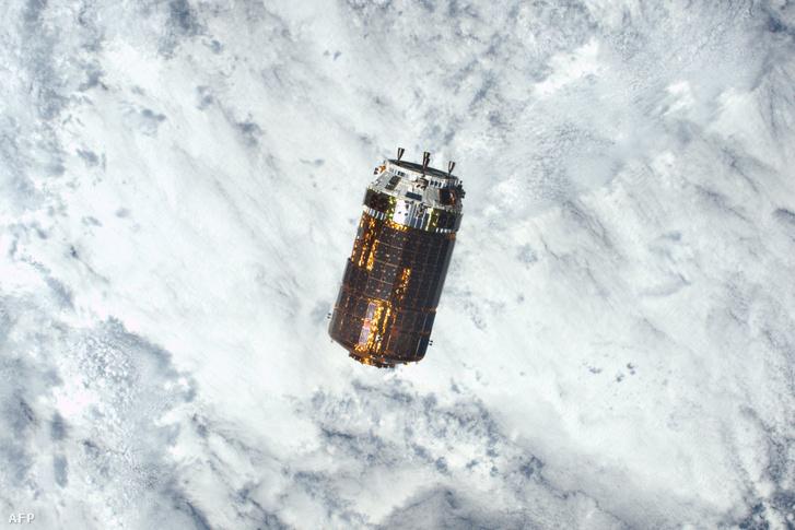 Egy korábbi kapszula, a Kounotori-2 így látszott az űrállomásról, még 2016-ban.