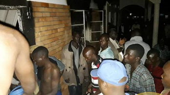 Kirúgott diákok gyújtottak fel egy iskolát Ugandában, többen bent égtek