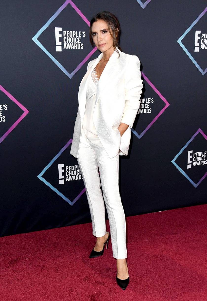 Victoria Beckhamen remekül állt az általa tervezett nadrágkosztüm.