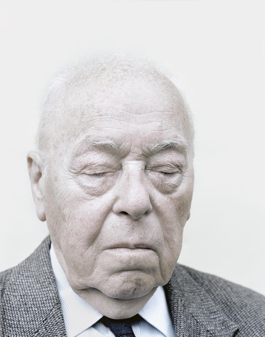 """Ernst Ervint 1954-ben egy koncepciós per során 11 év kényszermunkára ítélték. A vád a népi demokratikus államrend megdöntésére irányuló szervezkedés volt. Ervin ekkor még csak a 20 éves volt. A 11 évből végül 2 évet töltött el fogságban a Csolnoki Szénbánya IX-es aknájában.1956-ban szabadult.                         """"Az ember életében vannak olyan időszakok, amikor minden egybefolyik, még a napokat sem tudja megkülönböztetni. Szerintem ez a börtön lényege:úgy élsz, hogy csak létezel. Ugyanakkor vannak olyan napok is, események, vagy talán pillanatok, amelyek örökre bevésődnek az emlékezetedbe, és évtizedek múlva is élénken jelennek meg."""" (Ernst Ervin)"""