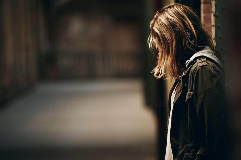 Depressziót okoz, de mindennap órákat töltesz vele: a magány érzését is fokozhatja