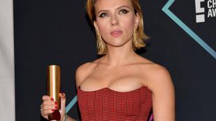Scarlett Johansson győzött, Mila Kunis uncsi volt, Beckhamné elvérzett a People's Choice-on