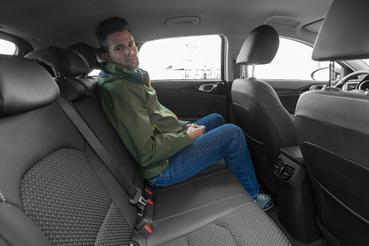 Hátul elsősorban fejtérben rosszabb a Ceed, de a lábtér sem akkora, mint a Fordban