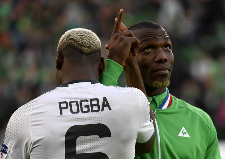 Florentin Pogba (jobb oldalt) és Paul Pogba (háttal) Saint-Etienne-ben, 2017. február 22-én