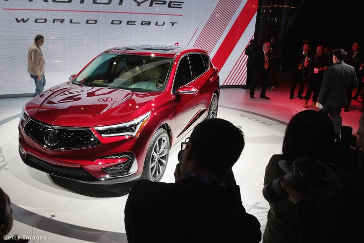 Honda bemutatja az Acura RDX prototípusát az Észak-Amerikai Nemzetközi Autóshow-n, Michigan-ben 2018. január 15-én