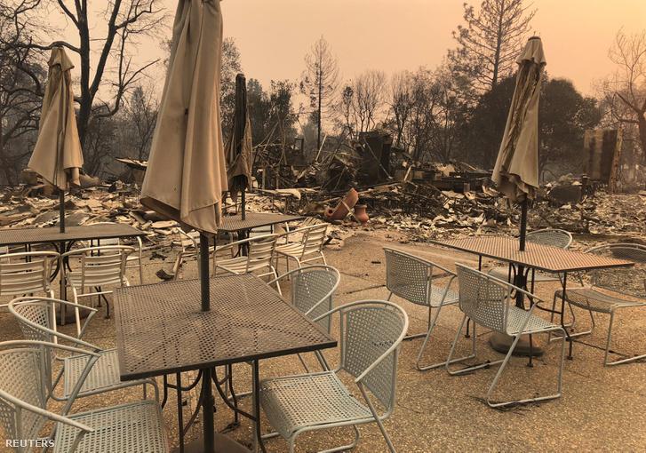 A Celeste Pub kiégett terasza Paradise-ban