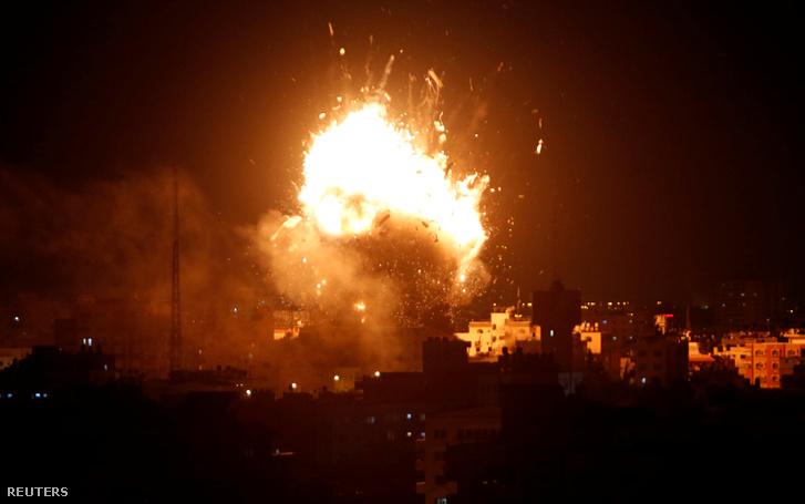 Robbanás a Hamász tévéjénél Gáza városában