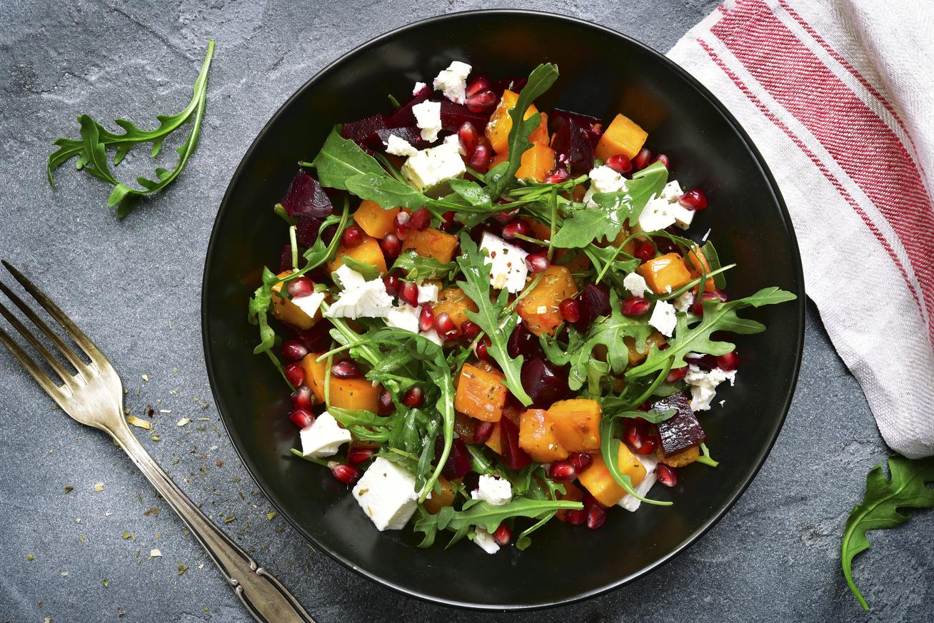 Karcsúsító, rukkolás, gránátalmás saláta a szezon kedvenceivel