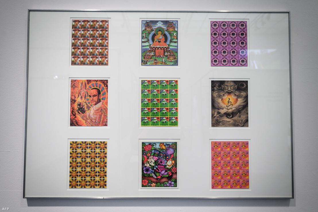 LSD blotter/bélyegív gyűjtemény a berni LSD kiállításon, a Svájci Nemzeti Könyvtárban