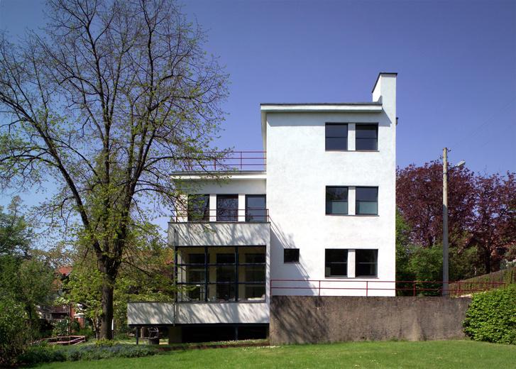 Az Auerbach-ház Jénában. Épült Walter Gropius tervei alapján, 1926-ban