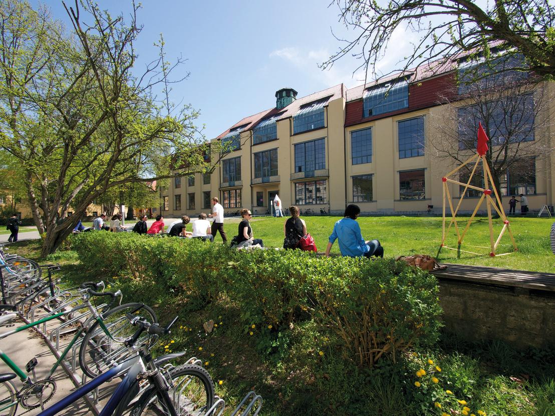 A weimari Bauhaus Egyetem épülete, mely Henry van de Velde tervei szerint épült 1904 és 1911 között. Stílusát tekintve még javában szecessziós