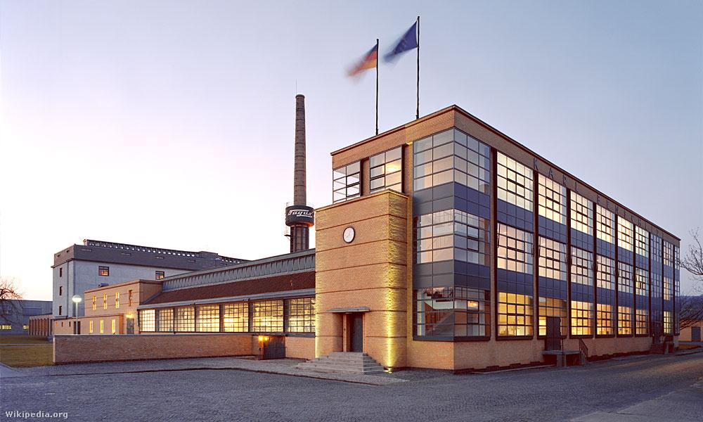 A Fagus Cipőgyár. Épült Walter Gropius és Adolf Meyer tervei alapján, 1911 és 1913 között