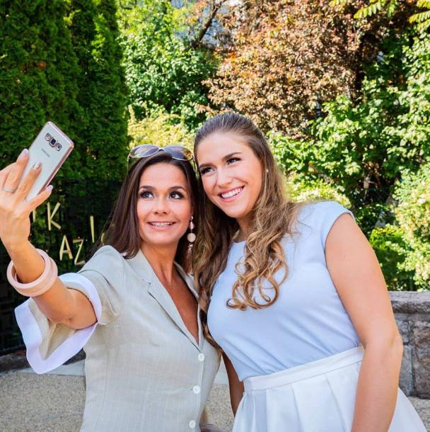Geszler Dorottya lánya, a 23 éves Laura ugyanolyan gyönyörű, mint az édesanyja.
