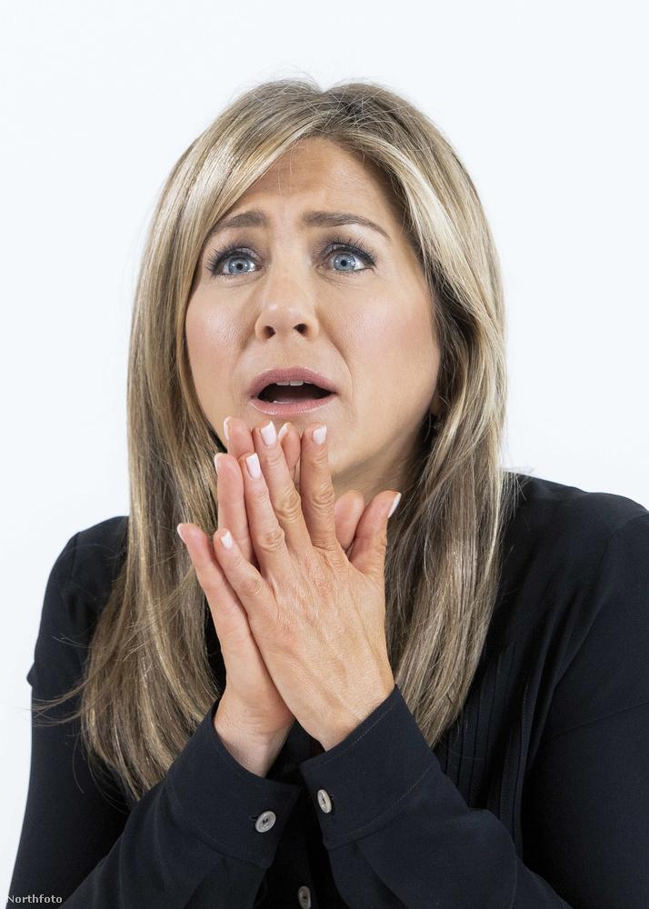 Jennifer Aniston azonban már ébren van, akkor mikor RuPaul még csak készül biciklire pattanni