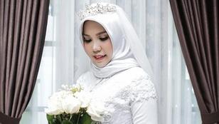 Szomorú története van a magányos esküvői fotónak